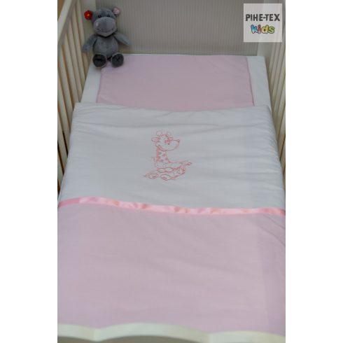 """Rózsaszín, """"hímzett ölelős zsiráf"""" 2 részes babaágynemű szett (99)"""