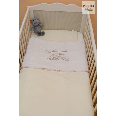 Vaníliaszín, hímzett vonatos baba ágynemű huzat (98)